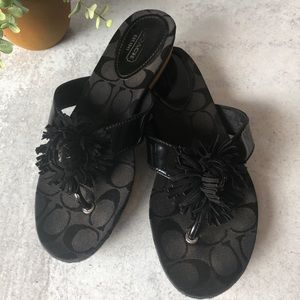 Coach Suki thong sandals . 6.5